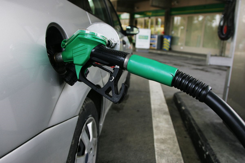 10 Ways to Save Fuel Costs by Driving Efficiently