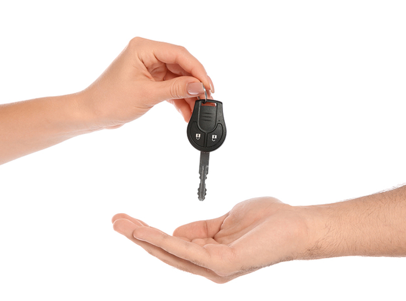 Bigstock agent giving car key to man on 278333581 1440x756