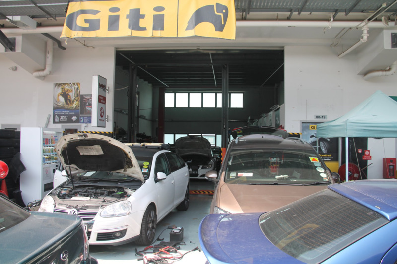 Penrith 5W40 Servicing Package (Asian Car)